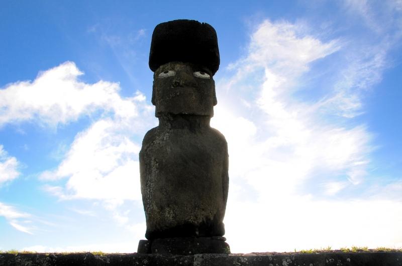 monumentale steinfigur auf der osterinsel